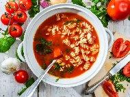 Рецепта Италианска доматена крем супа със сметана, босилек и макарони